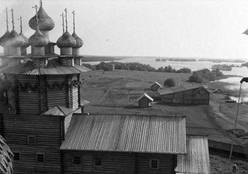 Покровская церковь, вид с Преображенской церкви. 1980