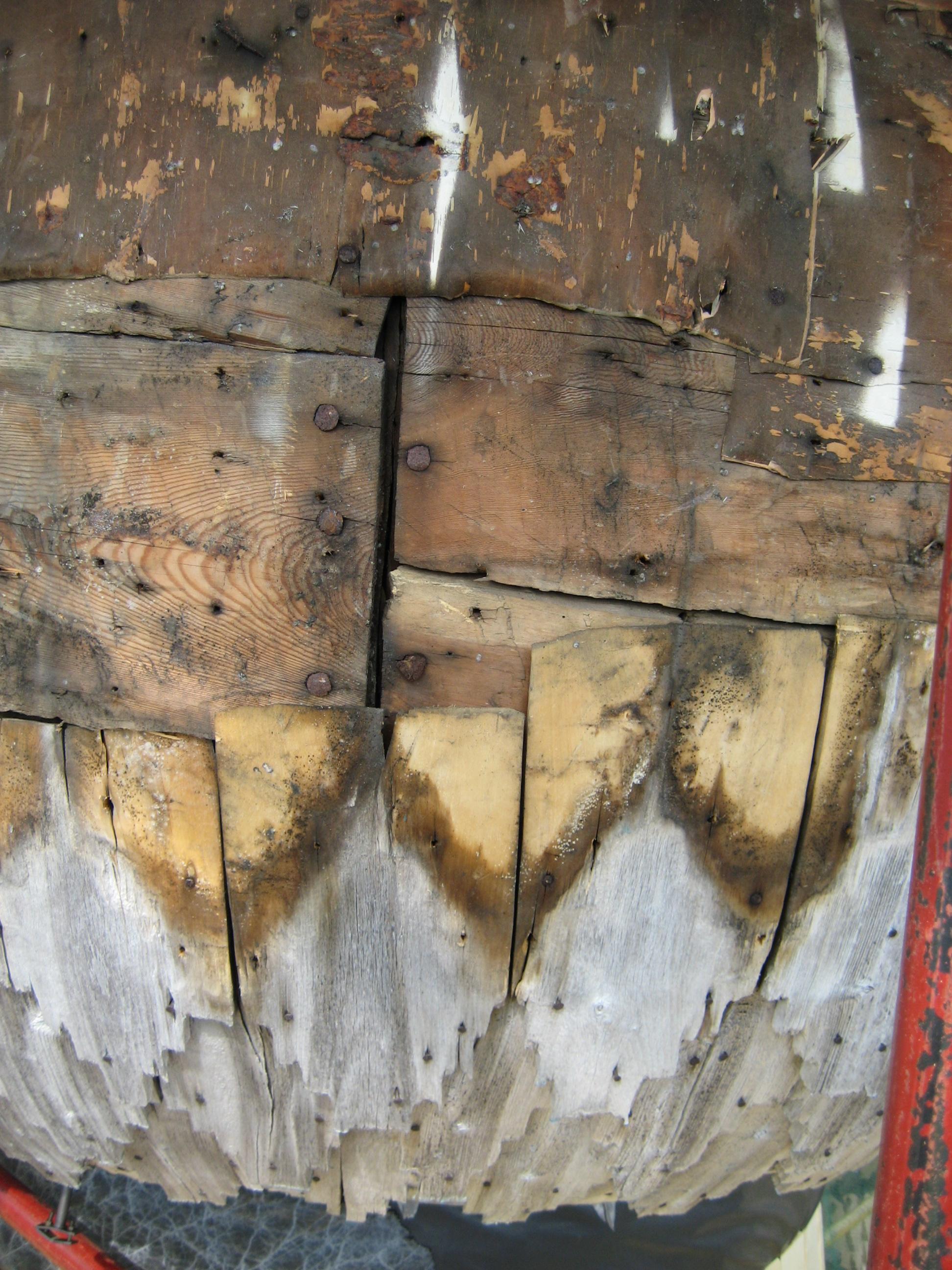Старая обрешетка главок церквей хотя и нашпигована гвоздями, но вполне пригодна для использования и могла бы быть сохранена при аккуратном с ней обращении.