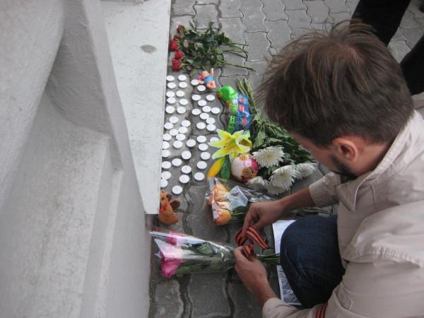 цветы от антифашистского комитета