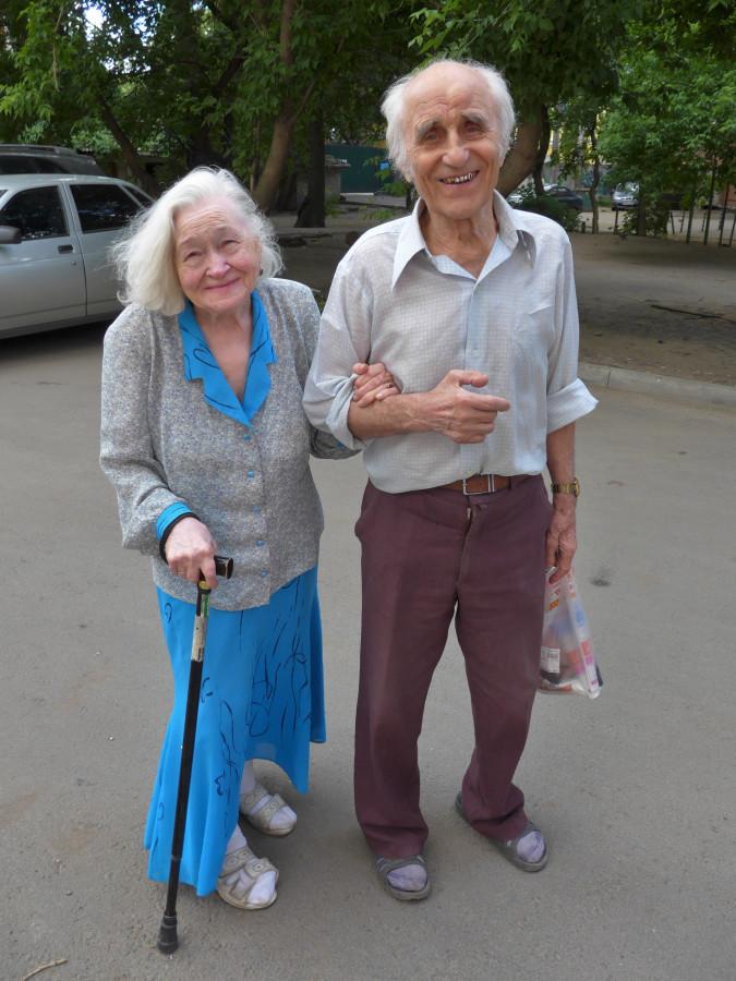 01. Павел Андреевич Хохлов с супругой Изабеллой Ивановной 06.06.2015.JPG