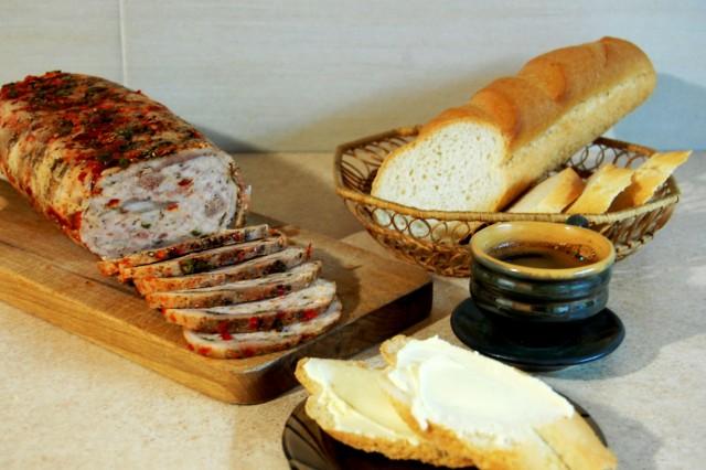 Домашний мясной рулет из разных видов мяса