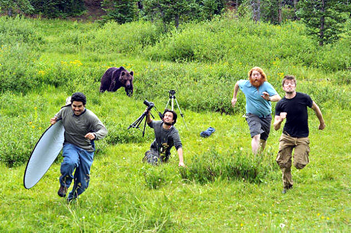 1  20-Photographers-Who-are-Willing-to-do-Anything-to-get-a-Good-Photo_07---GenCept-700x465