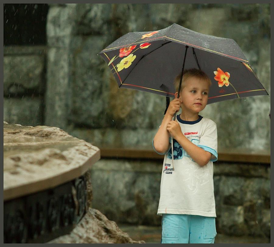 мальчик и зонт