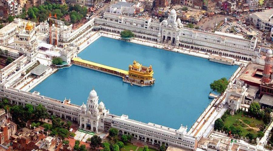 Zolotoy-hram-sikhov-v-Amritsare-Indiya