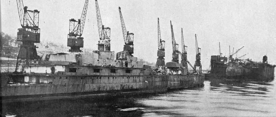 HMS Iron Duke and Derfflinger at the scrappers near Glasgow