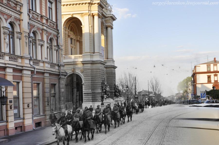 Одесса 1944/2012 Ланжероновская ул. Советская кавалерия входит в освобождённую Одессу.