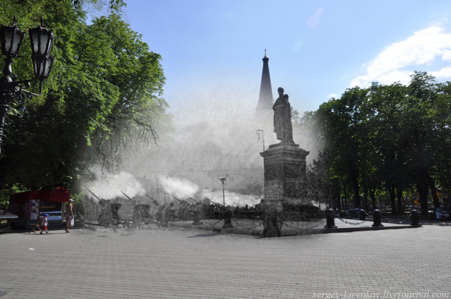 Одесса 1944/2012 Орудийный салют у памятника Воронцову.