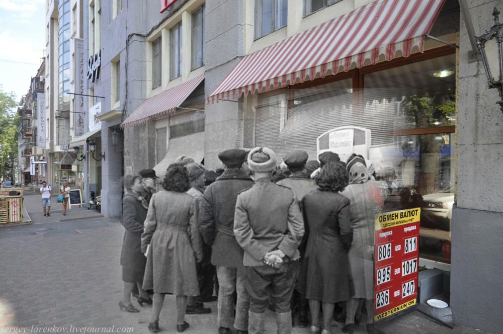 Одесса 1944/2012 Греческая,19. Жители освобождённого города читают сводку Совинформбюро.