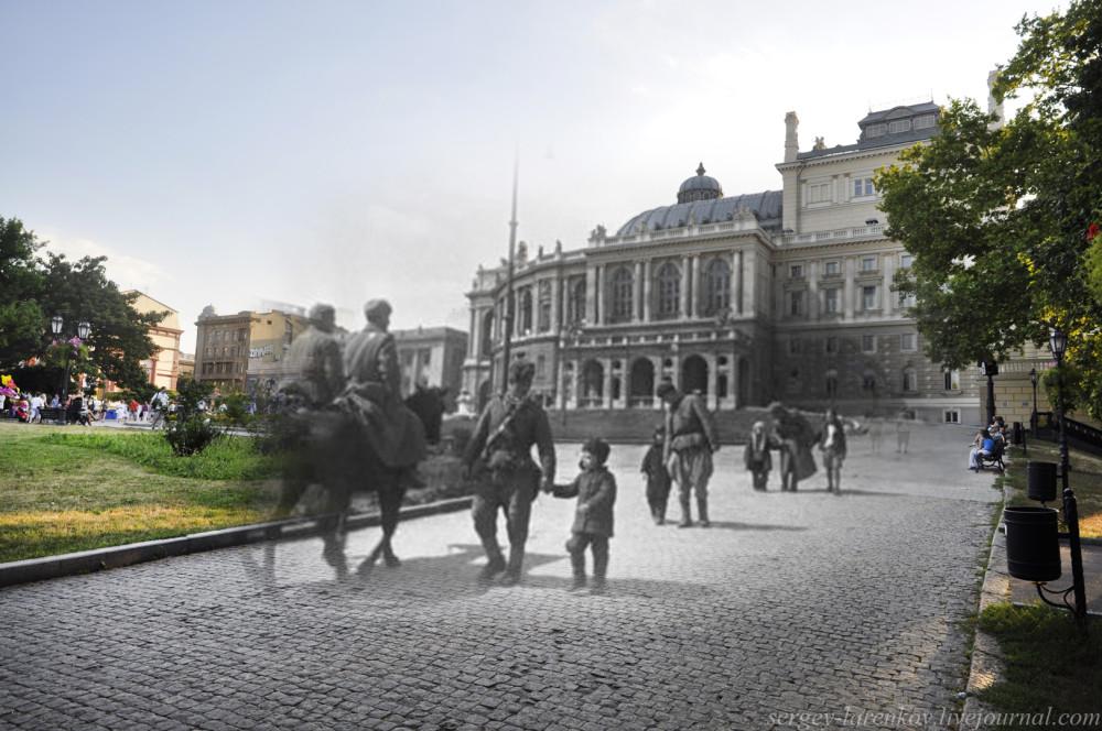 Одесса 1944/2012 Советские солдаты и детвора у Оперного театра.