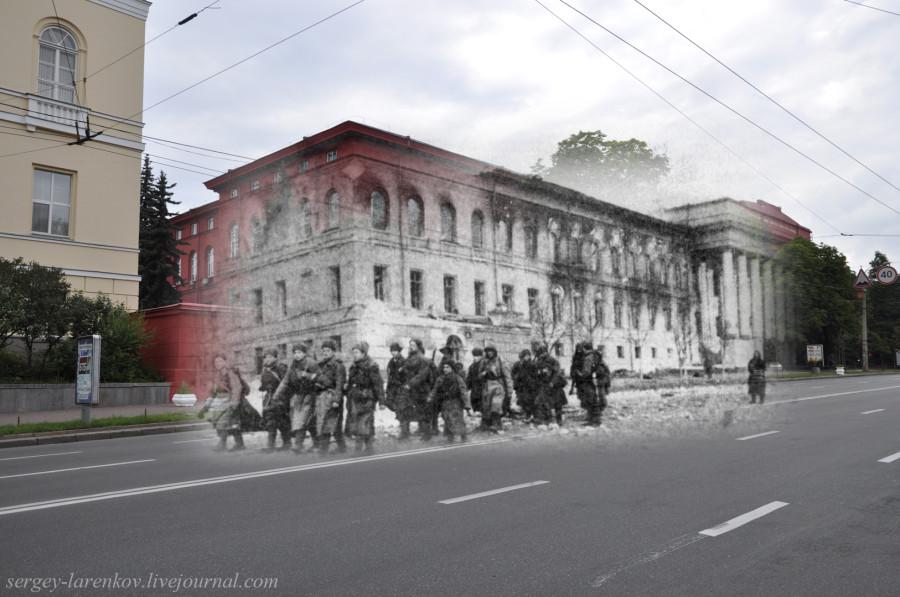 Киев 1943/2012 Бойцы Красной армии проходят мимо сожженного здания университета