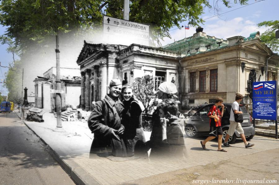 Севастополь 1944/2012 У музея ВМФ. Жители освобожденного от оккупантов Севастополя встречают бойца.