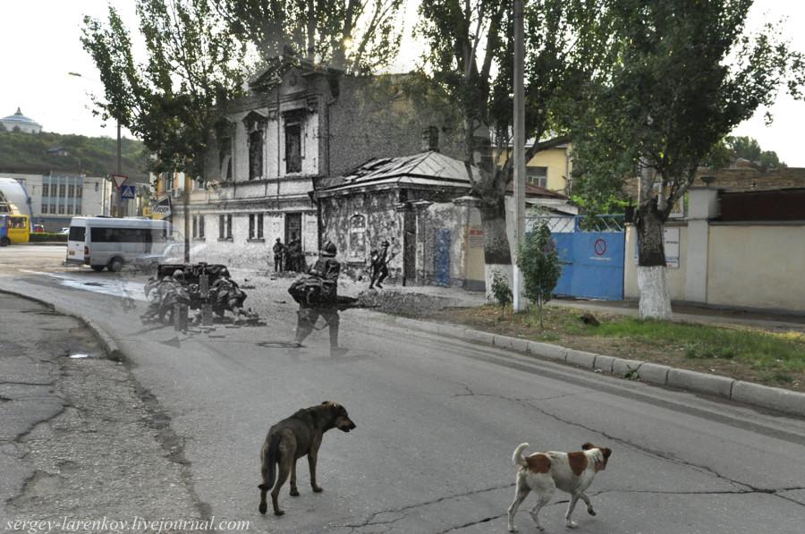 Севастополь 1942/2012 Румынская пехота ведет уличный бой рядом с вокзалом.