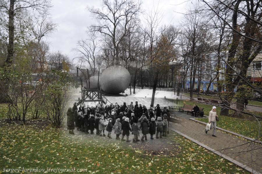 Москва 1941-2012. Дети на прогулке на Страстном бульваре.