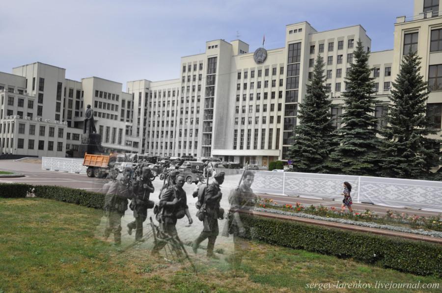 03.Минск 1941-2013 Немецкая пехота проходит по площади НезависимостиSL
