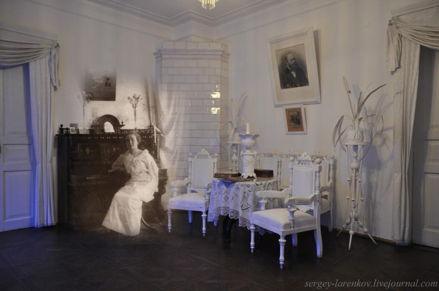 Варвара у пианиноSL