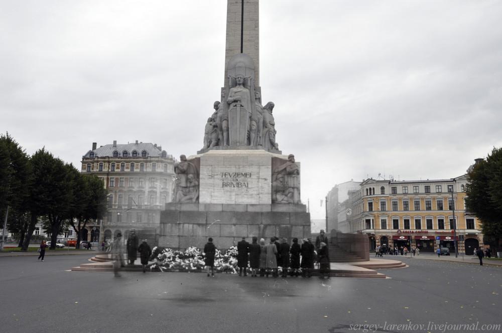 26.Рига  1941-2013 цветы у памятника Свободы SL