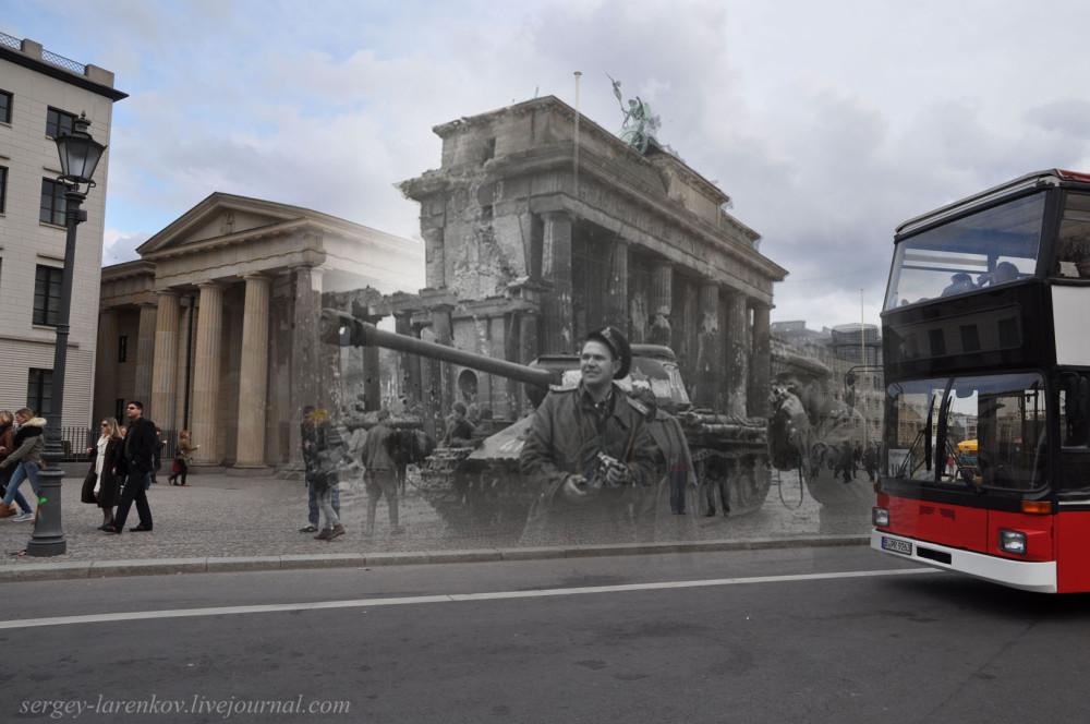 025.Берлин 1945-2010 Фотограф Евгений Халдей у Бранденбургских ворот.jpg