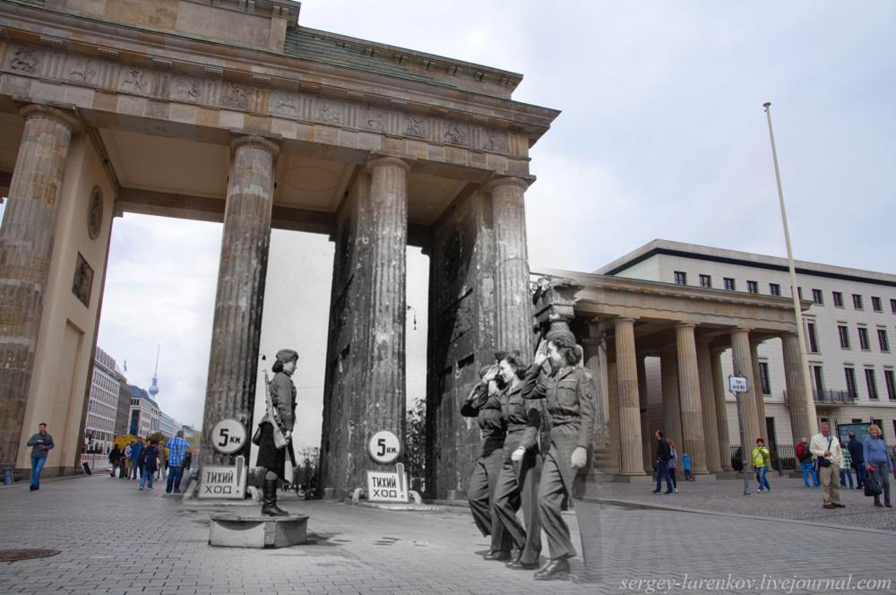 058.Берлин 1945-2014 Советская регулировщица и американские девушки-военнослужащие у Бранденбургских ворот.jpg