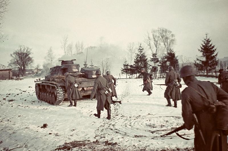 Передовые немецкие части 11-й танковой дивизии под Волоколамском, в ста километрах от Москвы.