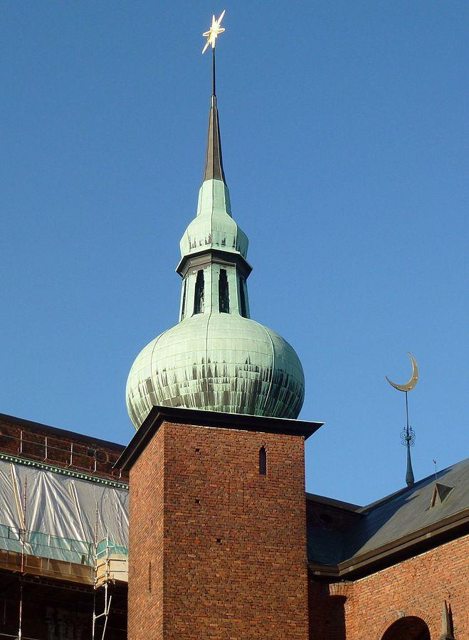 659px-Stadshuset_Södra_koppartornet_2012_pt