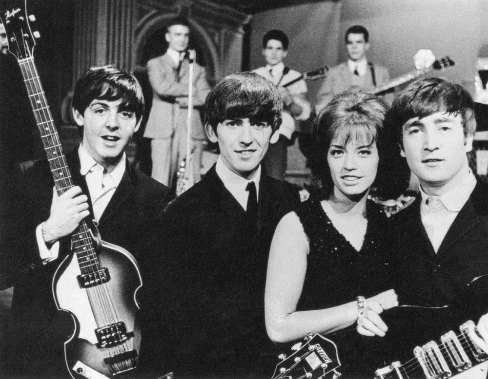 1156px-The_Beatles_and_Lill-Babs_1963