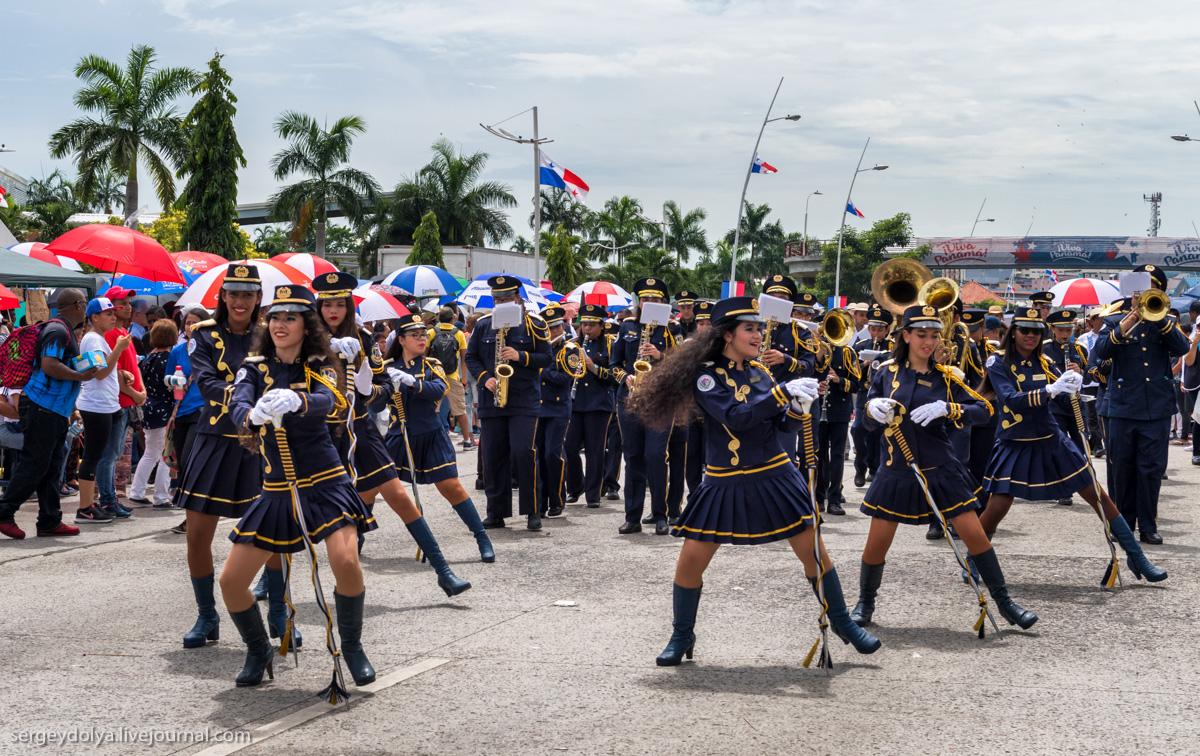 Панамский канал и парад озорных школьниц