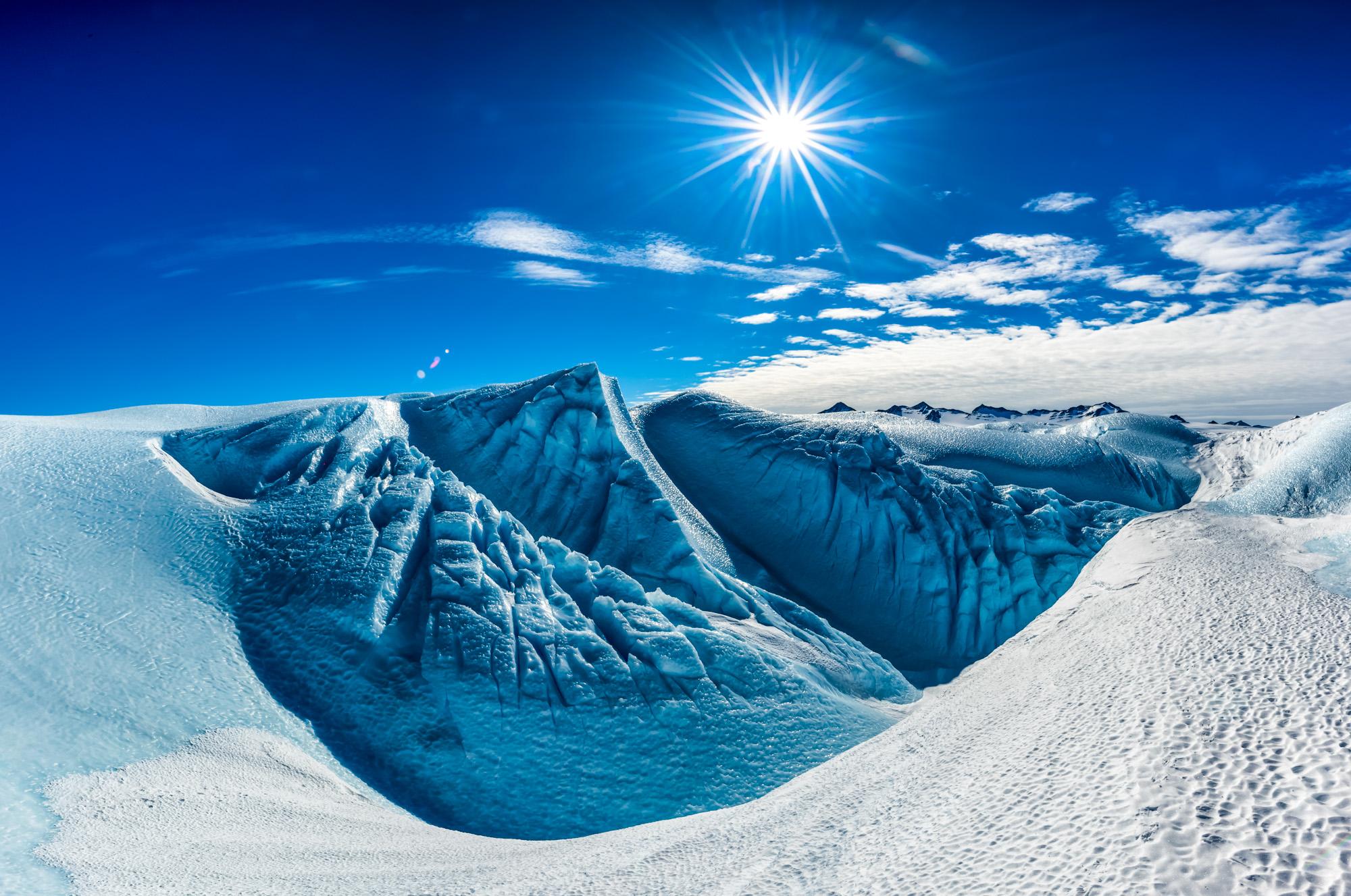 Почему в Антарктиде синий лед?