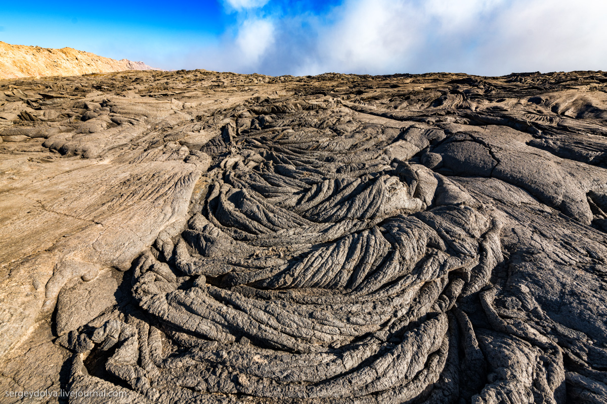 Причудливые узоры вулканической лавы