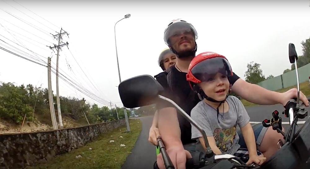 Мотоцикл в подарок тревл-блогеру