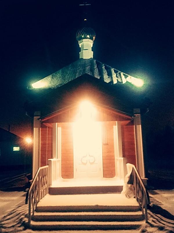 Крестьянин торжествуя, на дровнях обновляет путь