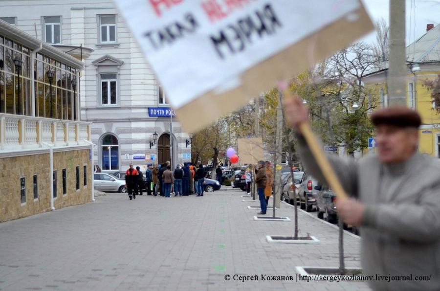 Олег Шеин вышел в одиночный пикет против ненасытной мэрии
