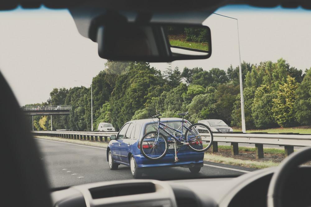 Машина с велосипедом - Новая Зеландия