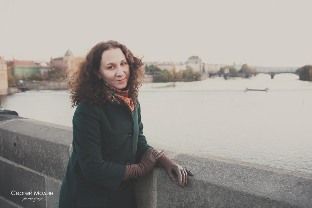 Наташа портрет на Карловом Мосту - Прага