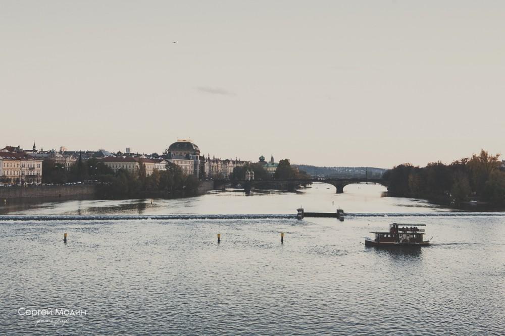 вид с Карлова Моста на речку Влтаву - Прага