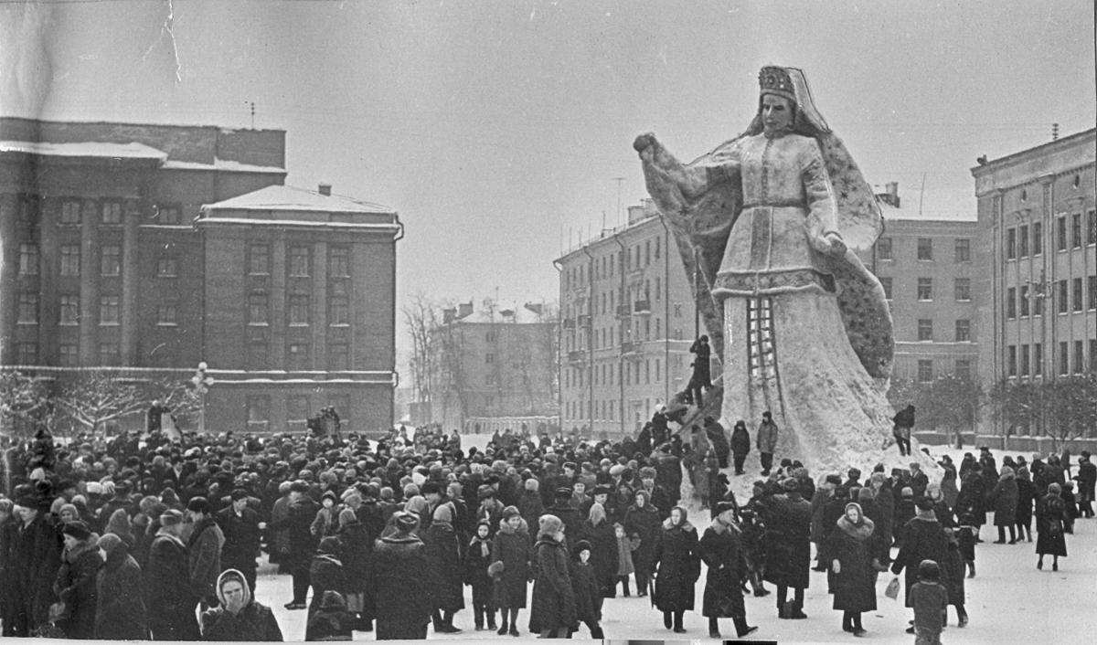 1 января 1966 г. Киров, Театральная площадь