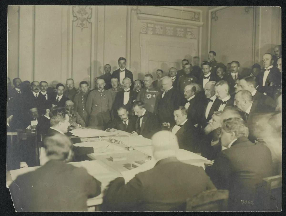 Подписание мира в Брест-Литовске. 1918 год