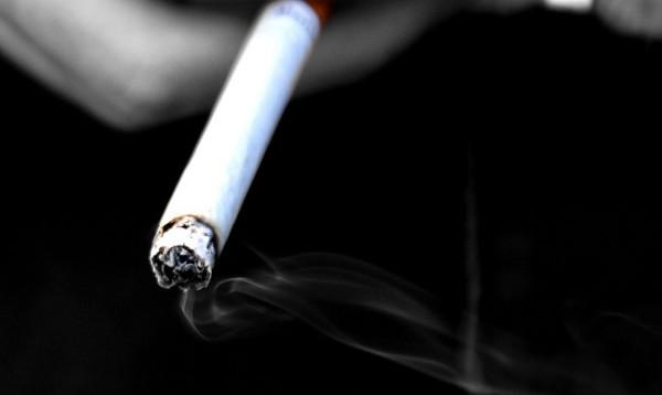 sigareta-v-ruke