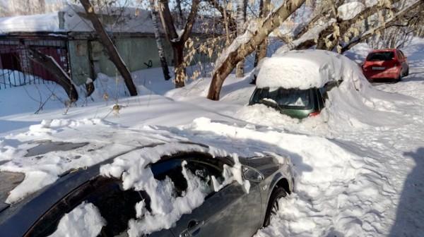 nissan-almera-poyavilas-iz-pod-snega