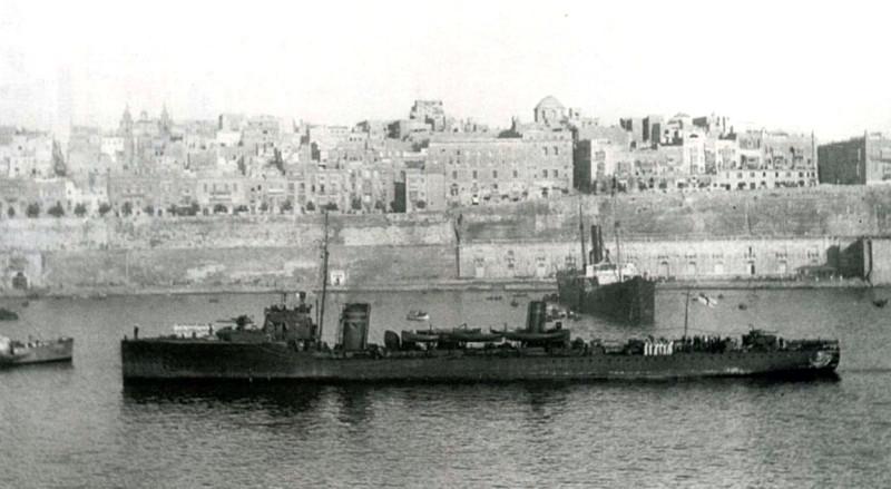 Scourge (G-class) at Malta.jpg