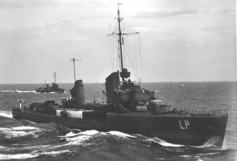 Leopard mit WW1-klass Torpedoboot.JPG