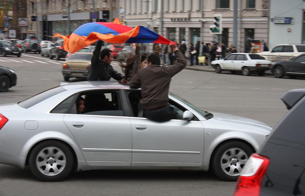Армяне отжигают
