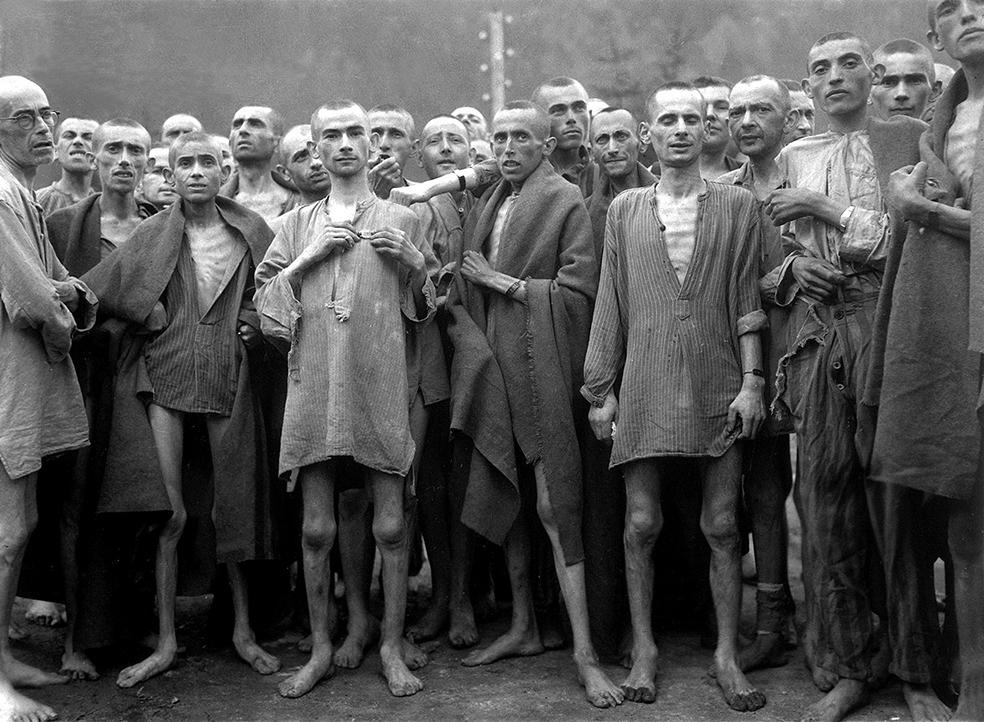 Худые евреи позируют без штанов