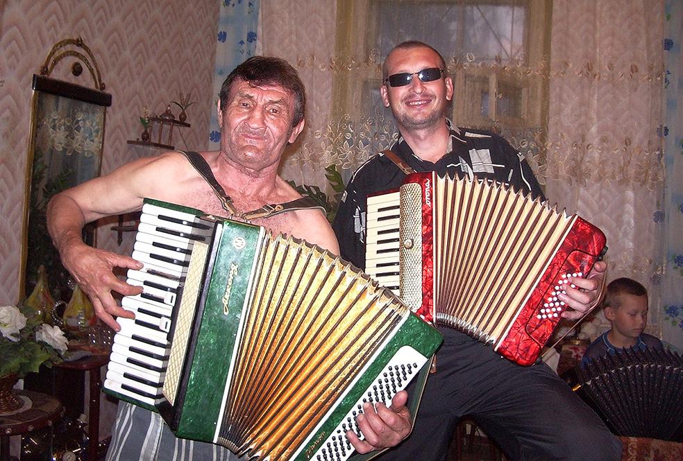 Русских без гармошки не бывает