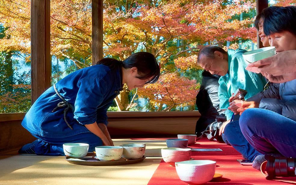Японская чайная церемония в разгаре