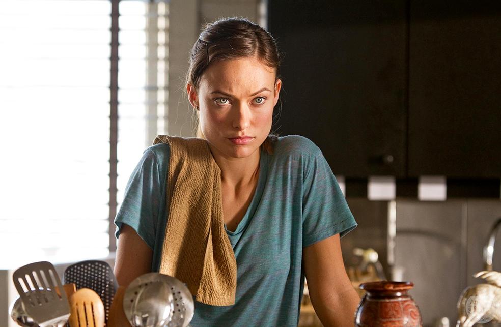 Ебабельная Оливия тоже посудушку моет