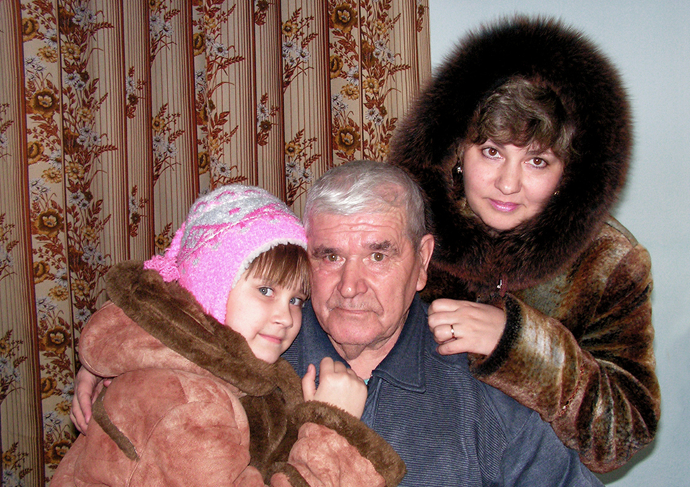 Прикатили в гости к деду
