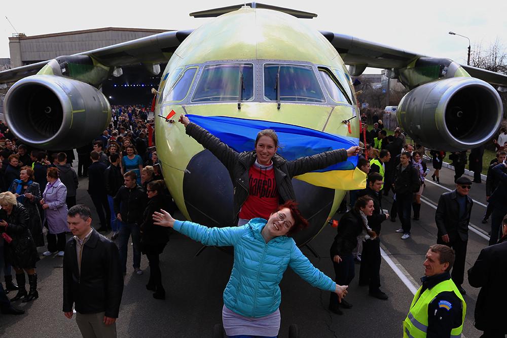 Украинский военно-транспортный самолет Ан-178 представят на выставке в Ле Бурже - Цензор.НЕТ 720