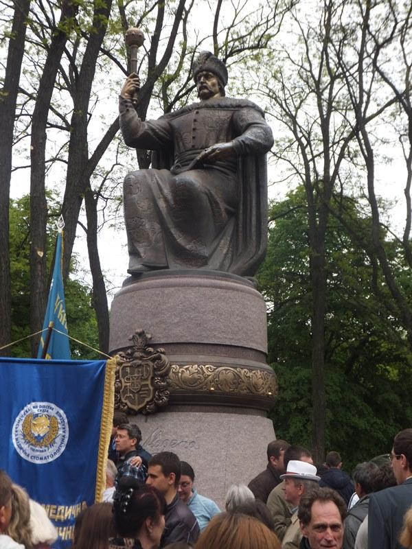 Памятник гетьману Ивану Мазепе в Полтаве