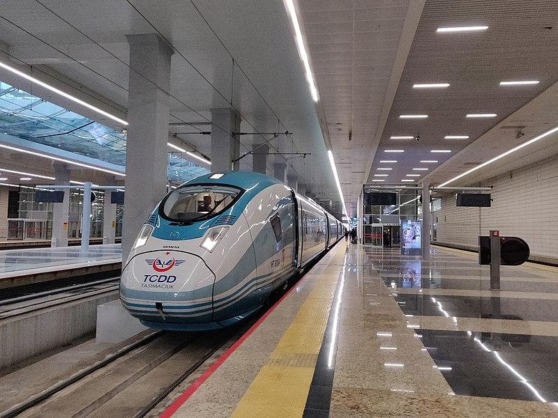 800px-YHT_train_at_Ankara_railway_station