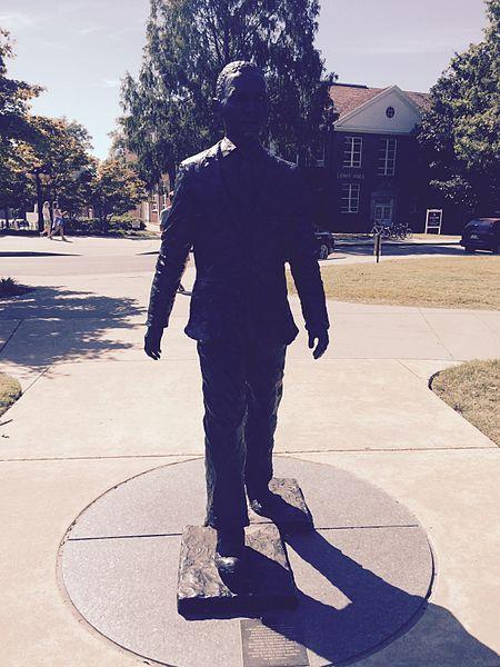James_M._Monument_@_University_of_Mississippi_Oxford_Campusv2